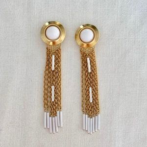 Vintage tassel clip on earrings. White and gold.